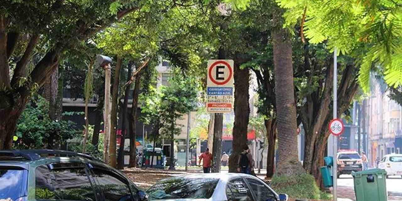 carros estacionados na zona azul
