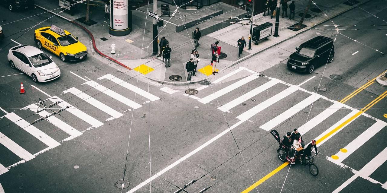 cruzamento de avenidas transito