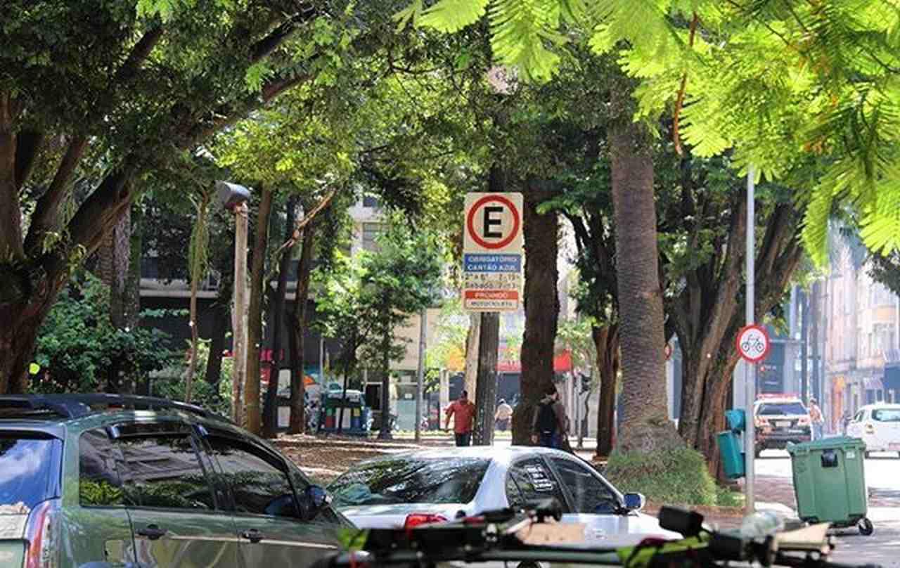 estacionamento rotativo zona azul feriado