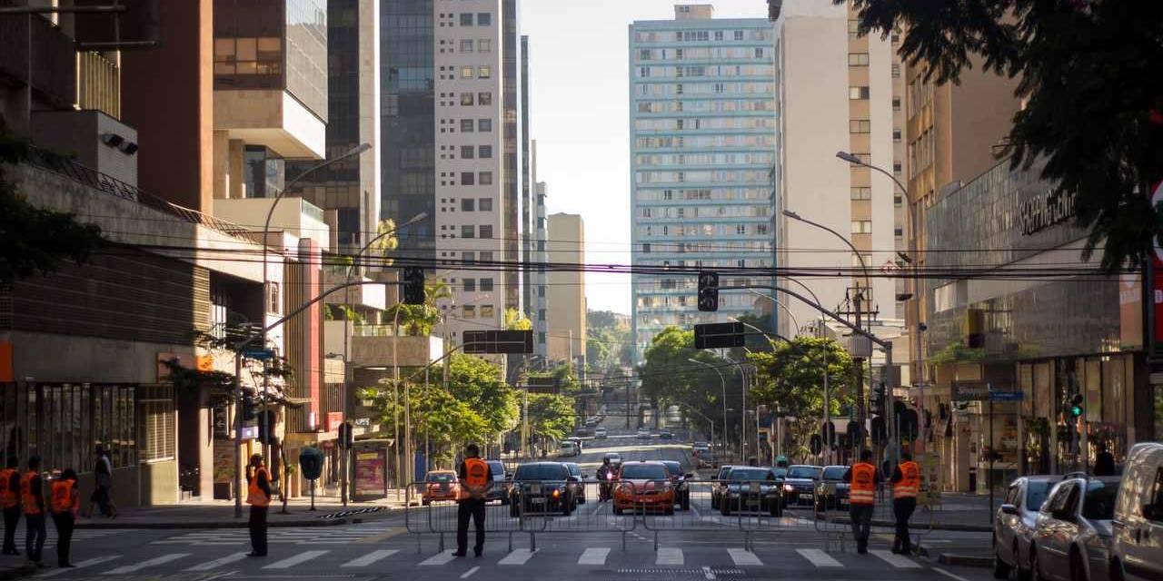 avenida em curitiba parana