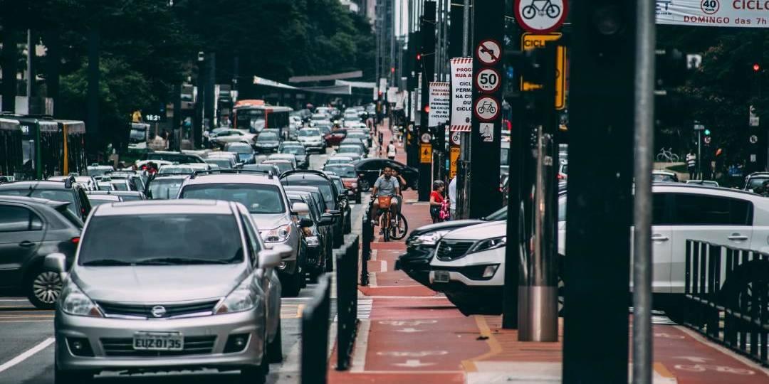 avenida paulista sao paulo com congestionamento carregado