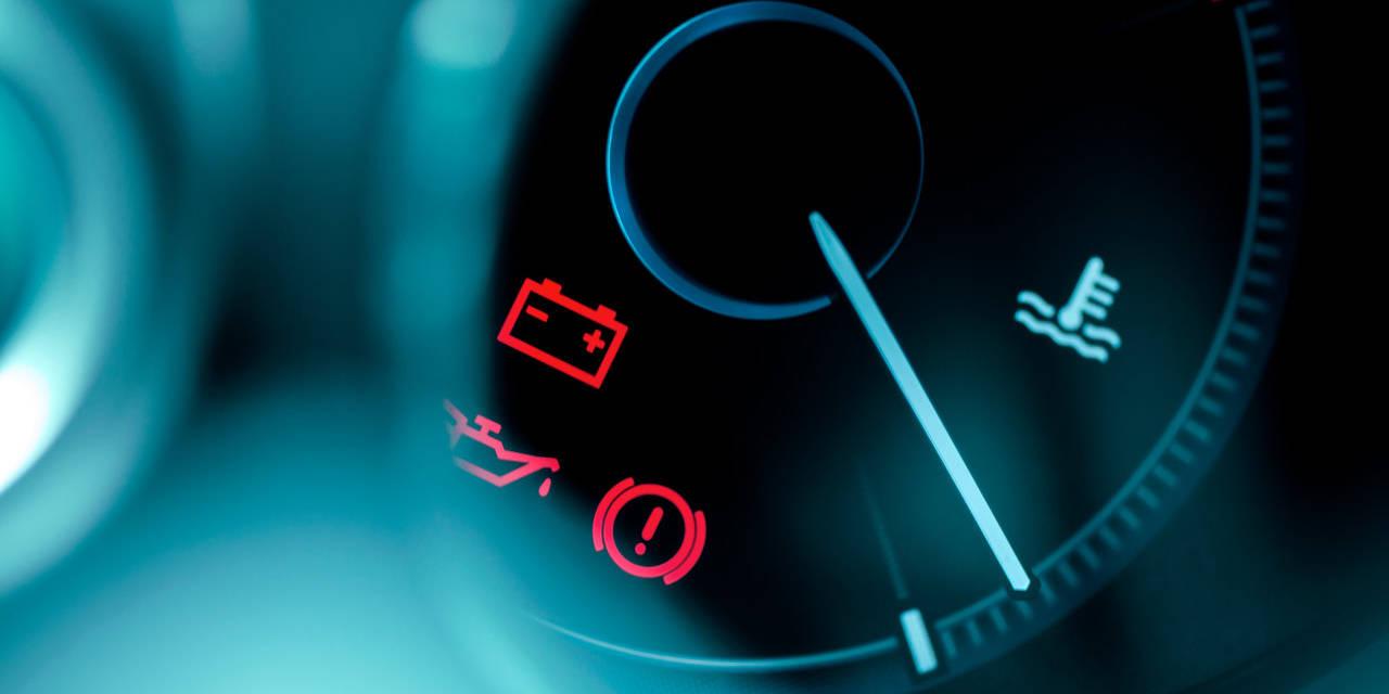 luzes acesas no painel do carro