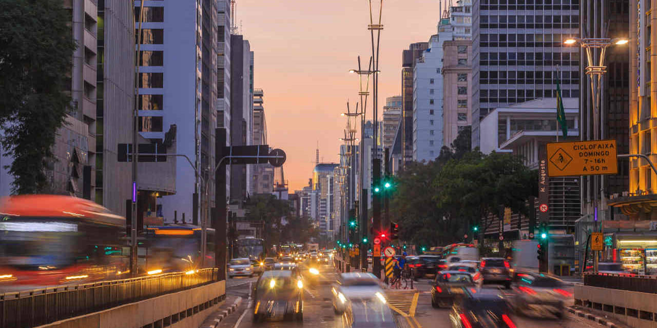 transito de veiculos na avenida paulista sao paulo