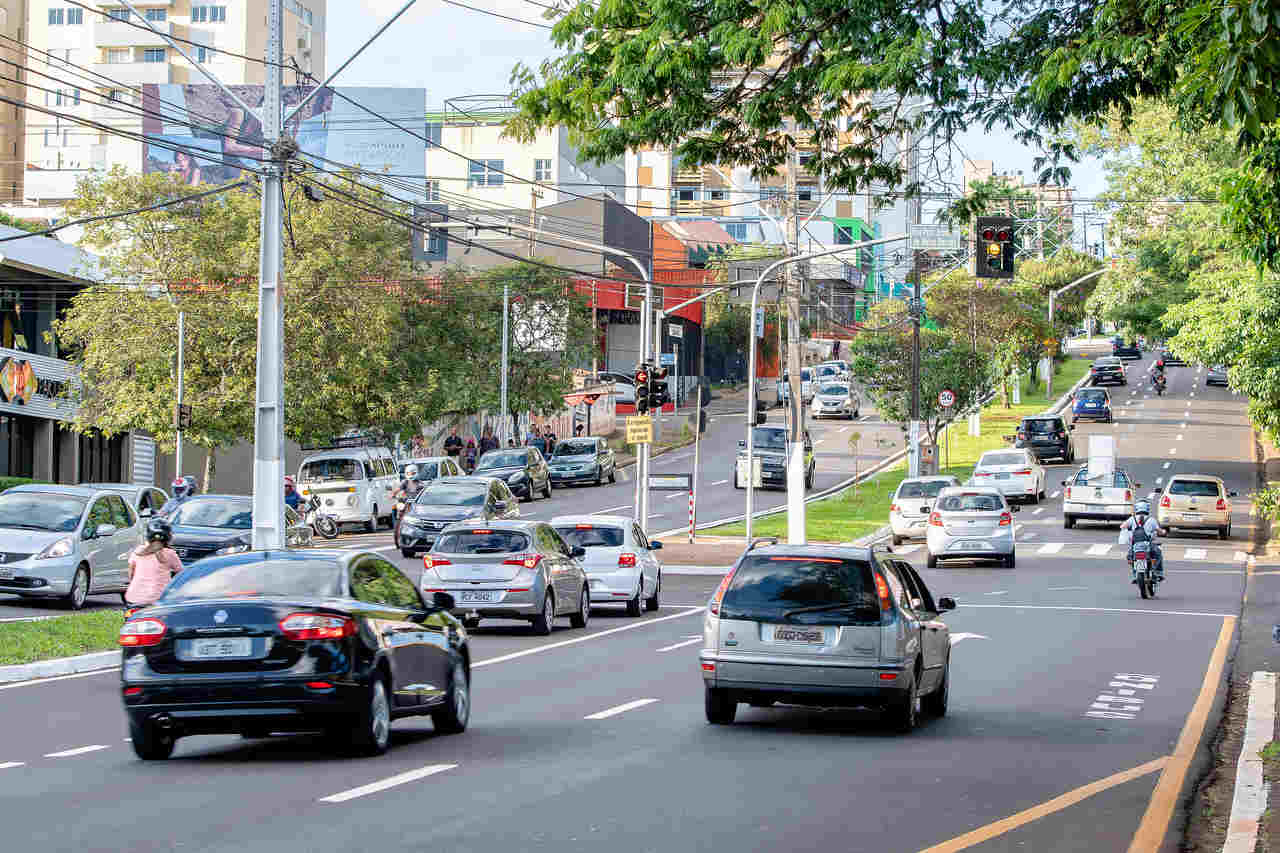 transito de carros na avenida higienopolis londrina parana
