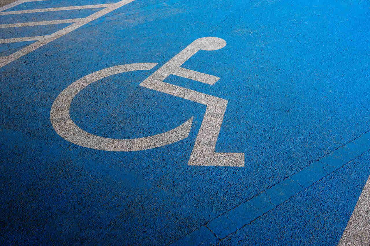 foto de vaga de estacionamento especial para deficientes fisicos
