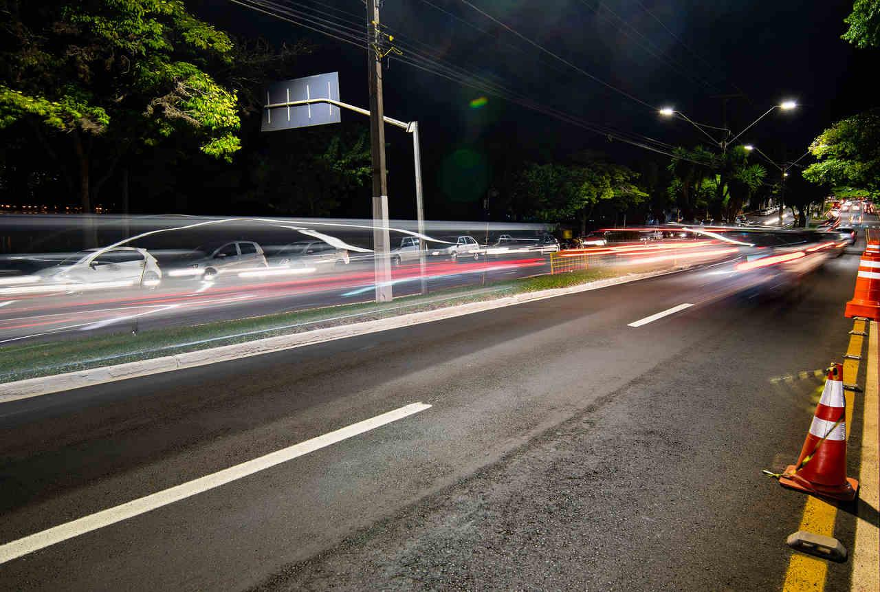 foto de movimento de carros em uriitba