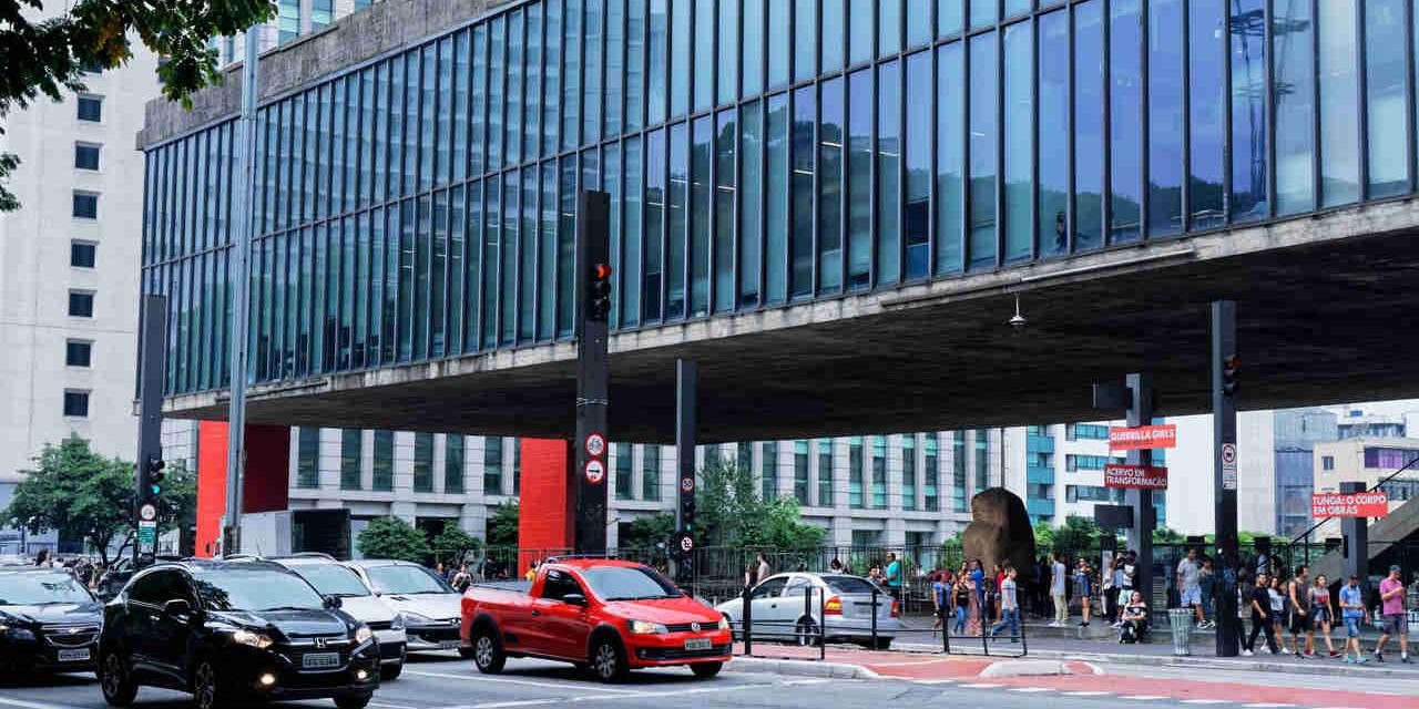 transito avenida paulista sao paulo museu do masp
