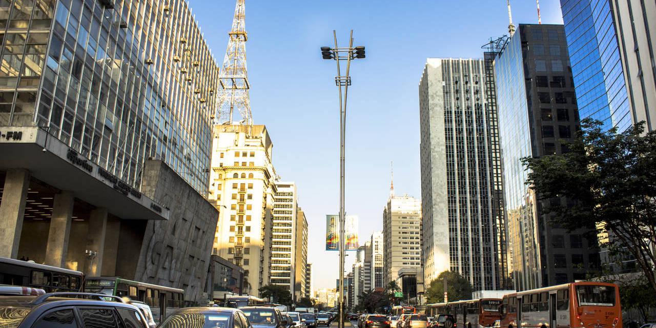 avenida paulista sao paulo com muitos carros