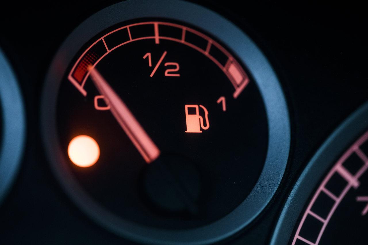 luz do painel acesa indicando falta de combustivel