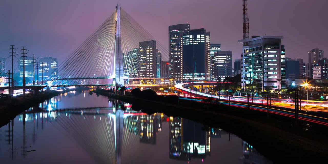 ponte estaiada são paulo à noite