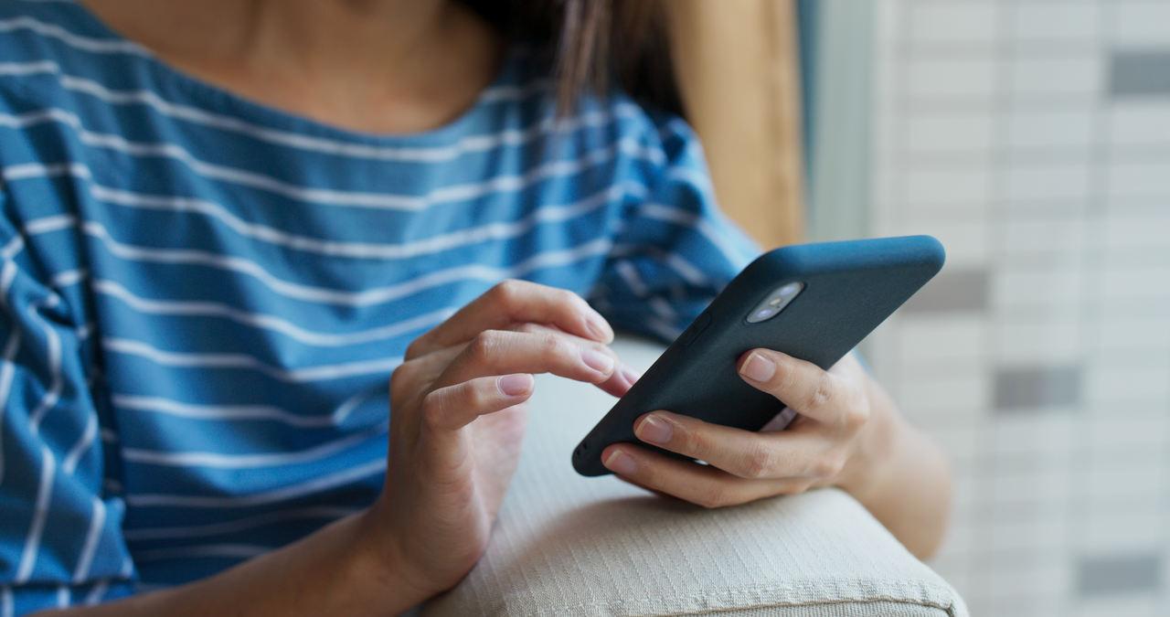 mulher parcela ipva atrasado sc no celular