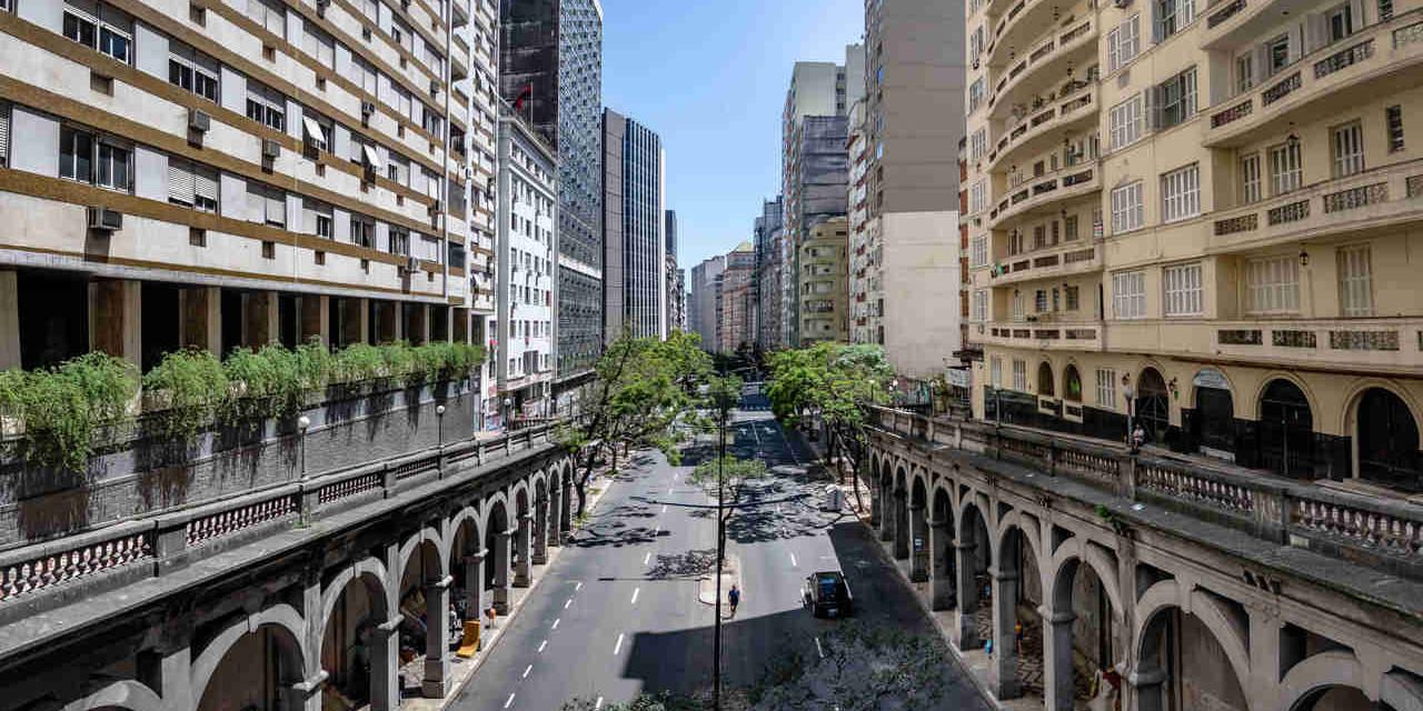 Viafuto Otavio Rocha sobre avenida Borges de Medeiros no centro de Porto Alegre Rio Grande do Sul