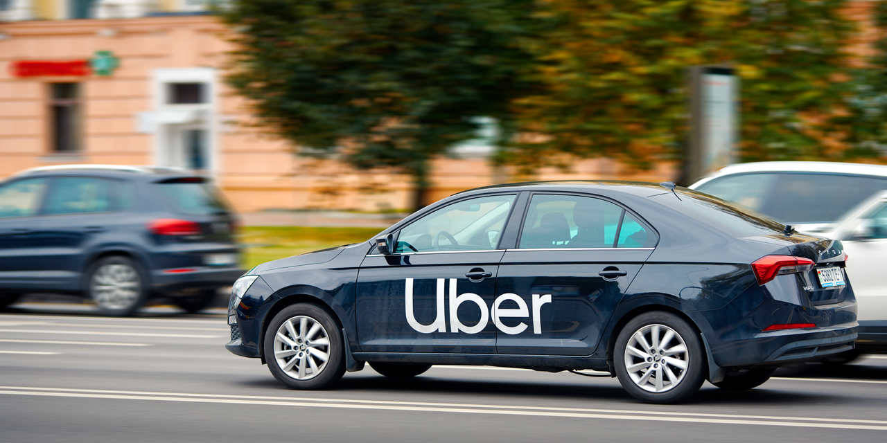 carro uber na rua