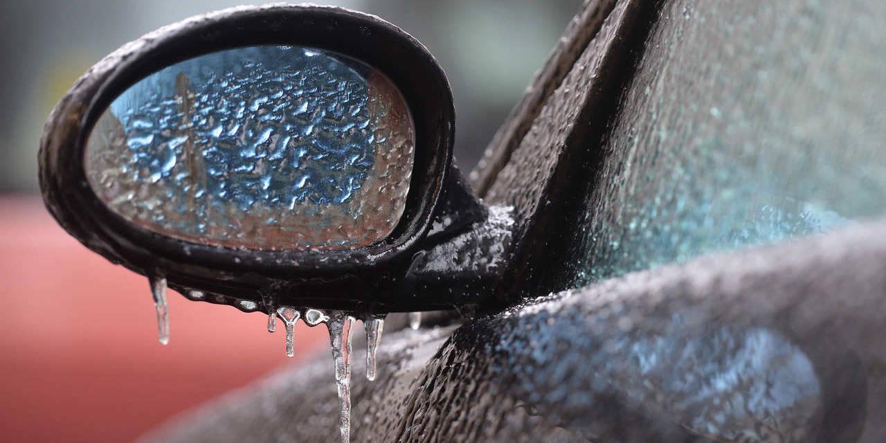 retrovisor de carro congelado por conta do frio