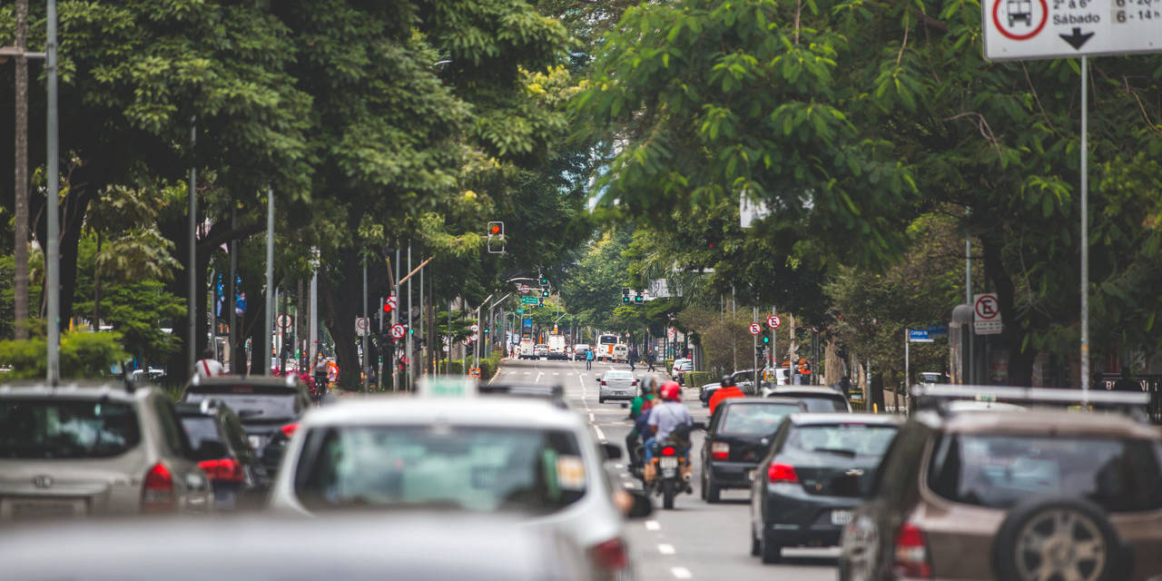 carros em avenida ibirapuera sao paulo