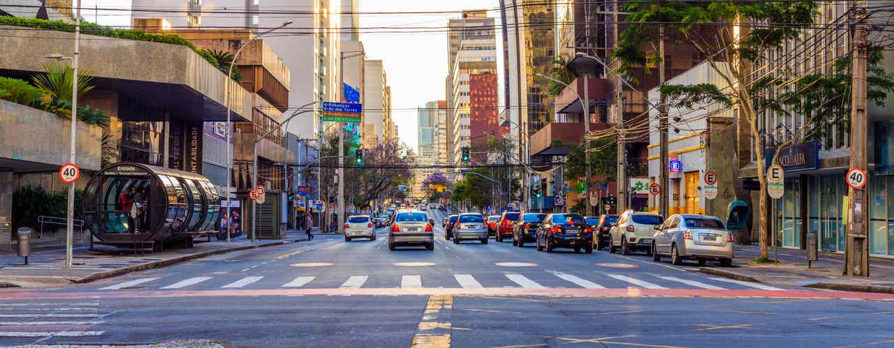 transito de carros em curitiba paraná