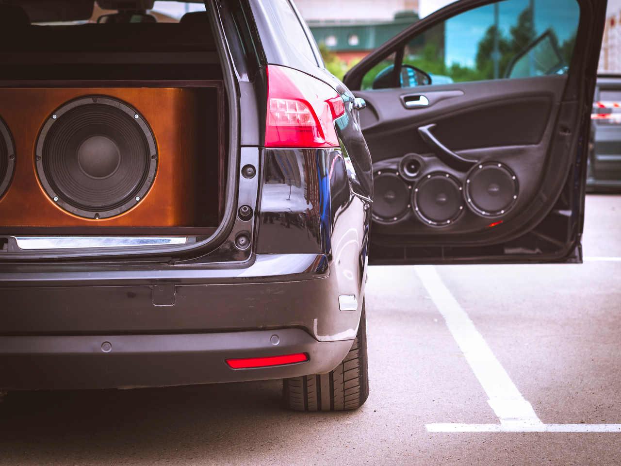 equipamento de som em carro